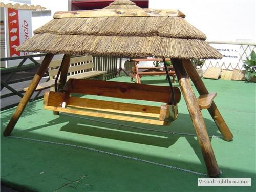 Balanc n r stico de madera con cubierta de junco tejados for Tejados de madera rusticos