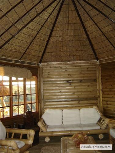 Casas modulares de junco africano ca a y de hierba for Tejados de madera rusticos